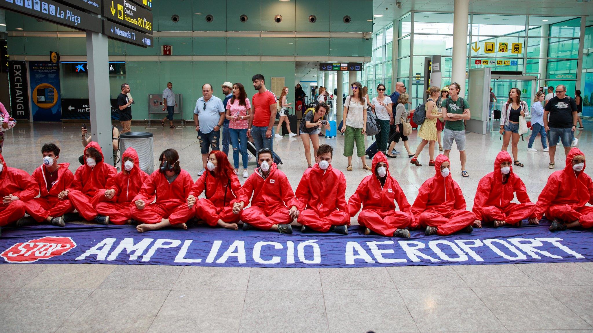 No a la expansión de los aeropuertos Madrid y Barcelona